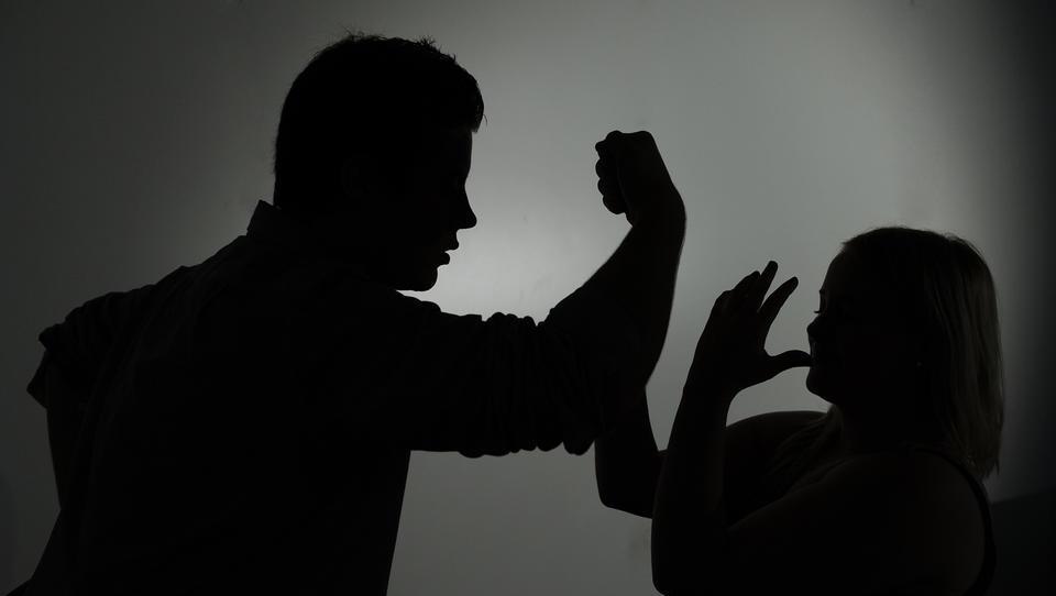 Ministerium: Zahl der Anrufe wegen häuslicher Gewalt gestiegen