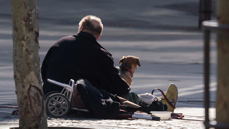 Hohe Bußgelder gegen Obdachlose wegen Verstößen gegen Corona-Abstandsregeln