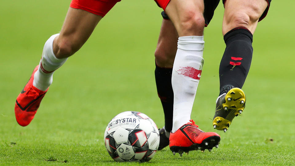 Fußballmannschaft befolgt Corona-Abstandsregeln, kassiert 37 Gegentore