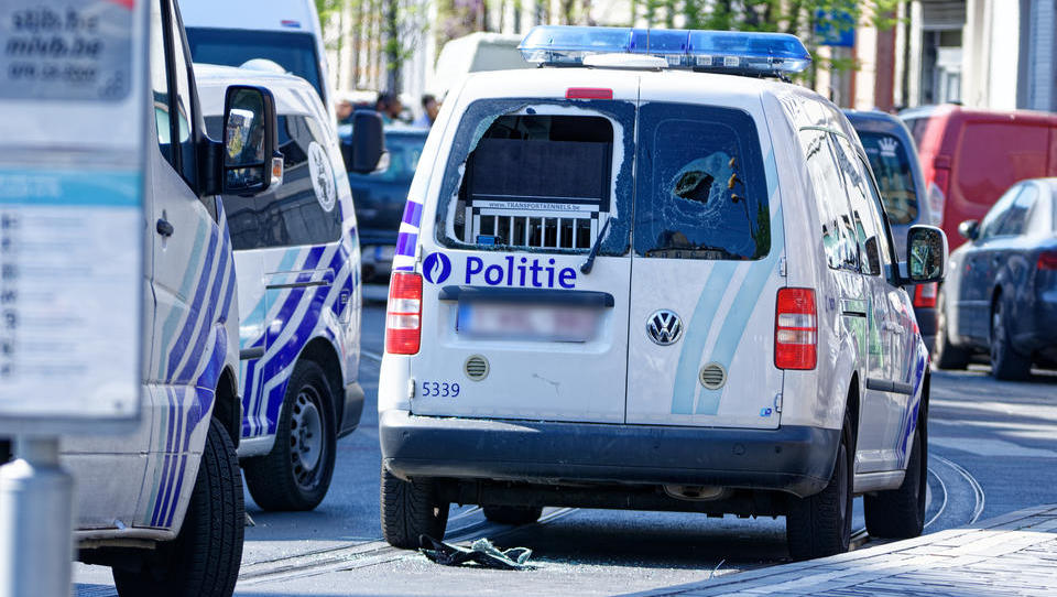Schwere Ausschreitungen in Belgien: Migranten greifen Polizisten an