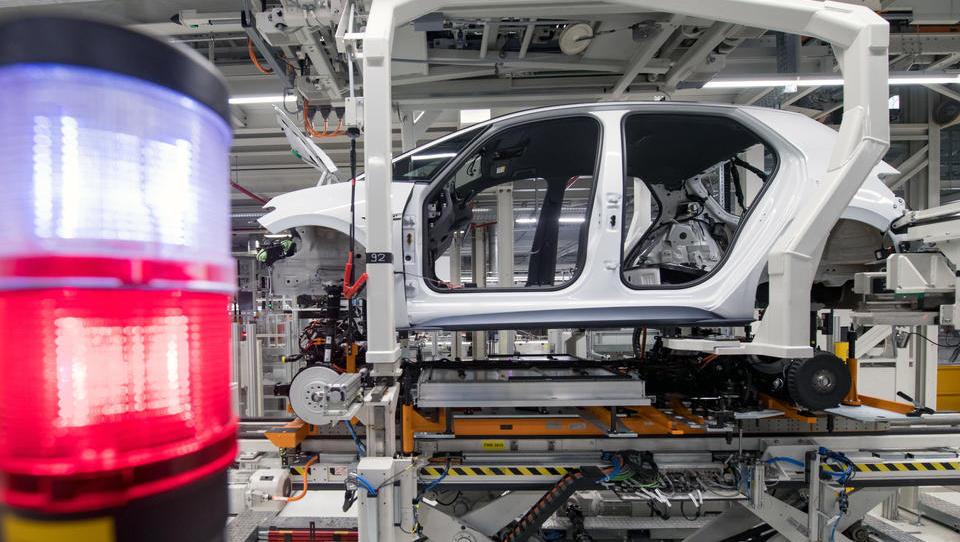 Volkswagen nimmt in Sachsen die Autoproduktion auf