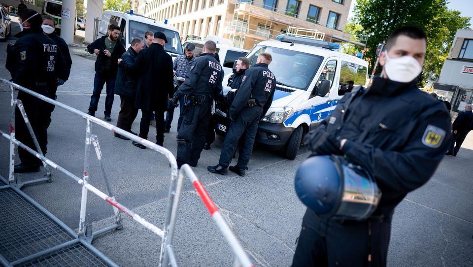 200 Polizisten begleiten Beerdigung im Berliner Clan-Milieu
