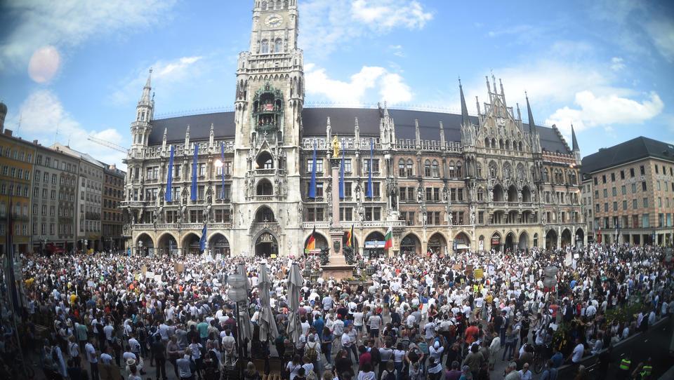 VIRUS-TICKER: Bayern führt Maskenpflicht für Demonstrationen ein