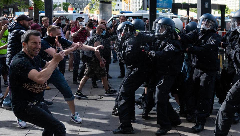 Corona-Regeln: Proteste führen zu einer Radikalisierung der Bürger