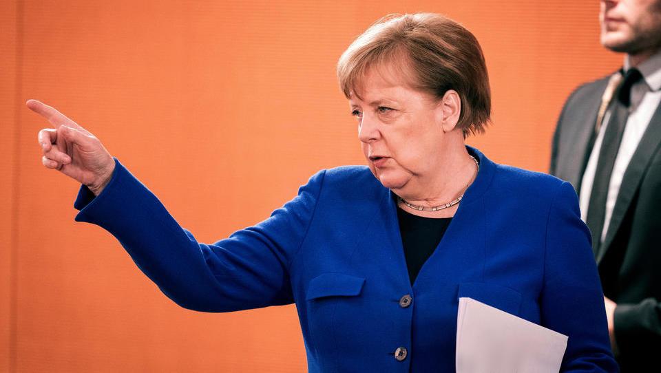 Risse im Rentensystem: Defizite steigen, Steuereinnahmen brechen weg, Merkel tritt die Flucht nach vorne an