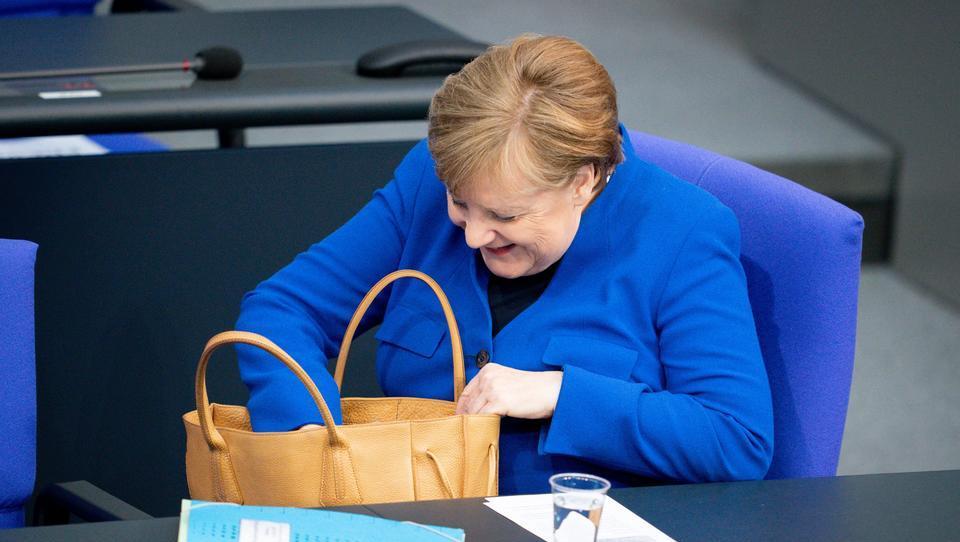 Trotz Corona: Merkel und Minister bekommen deutlich mehr Geld