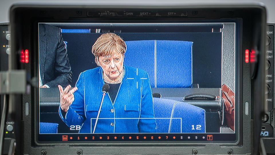 Merkel: Demokratischer Streit braucht Toleranz und Kritikfähigkeit