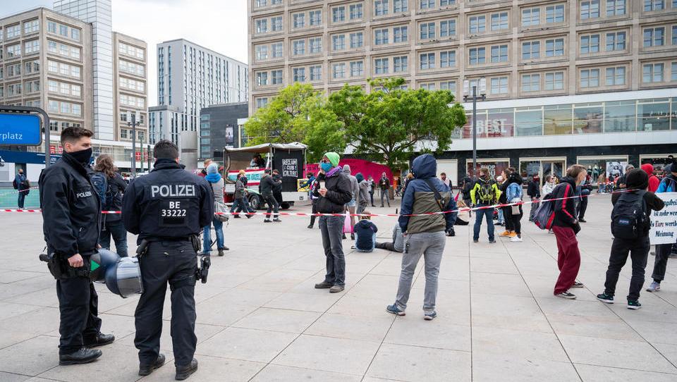Berlin hebt Teilnehmerbeschränkung bei Demos auf