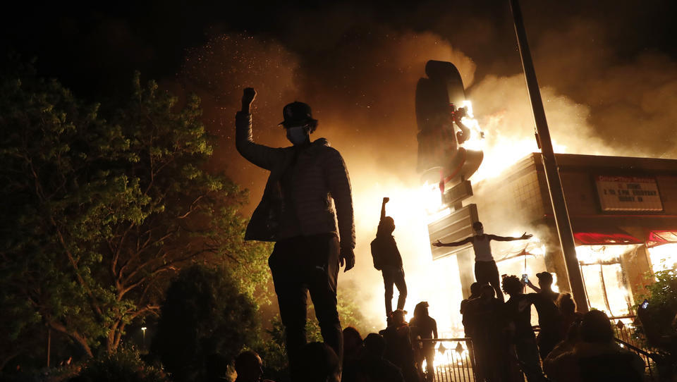 Minneapolis brennt: Regierung schickt Nationalgarde zur Unterdrückung von Gewalt und Plünderungen
