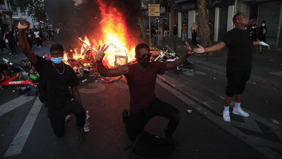 Frankreich ist dran: Anti-Rassismus-Proteste in Paris, Polizei setzt Tränengas ein