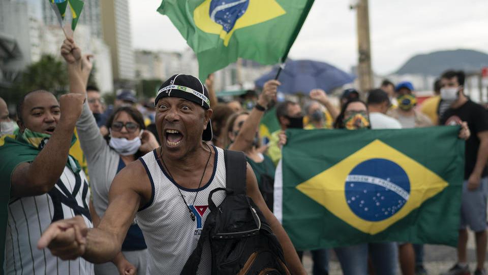 Jetzt entscheidet das Militär: Wird Bolsonaro abgesetzt?