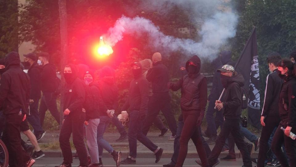 """Dürfen sich """"Linksextremisten"""" mehr erlauben als """"Rechtsextremisten""""?"""