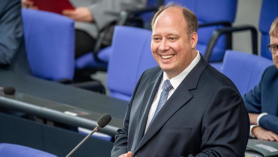 Chef des Bundeskanzleramts verteidigt Beherbergungsverbote