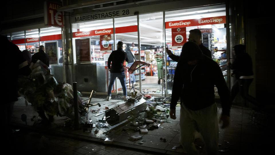 Chaos am Wochenende: Migranten randalieren und plündern in Stuttgart