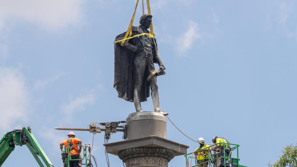 Bildersturm in den USA: Statuen werden gestürzt, Flaggen verboten, Flughäfen umbenannt