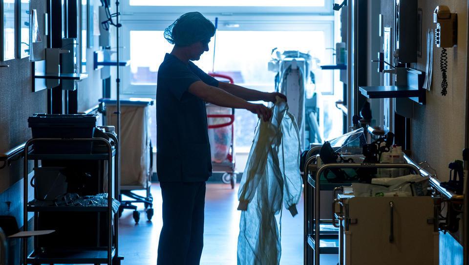 """Experten: Wertschätzung der Bundesregierung für Pfleger und Krankenschwestern war reine """"Show-Veranstaltung"""""""