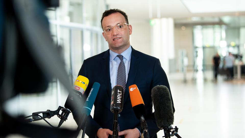 """Spahn treibt digitale Patienten-Akte voran: Kritik an Einführung einer """"unausgereiften"""" Version Anfang 2021"""