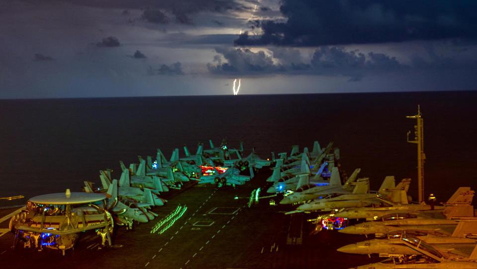 US-Armee intensiviert Konfrontationskurs gegen China, Kampf-Flugzeug nähert sich Schanghai