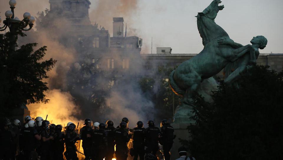Corona-Ticker vom Donnerstag: Schwere Ausschreitungen in Belgrad