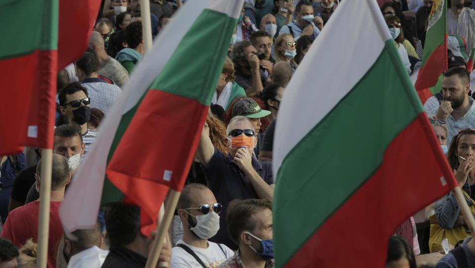 Tausende Bulgaren fordern Rücktritt der Regierung