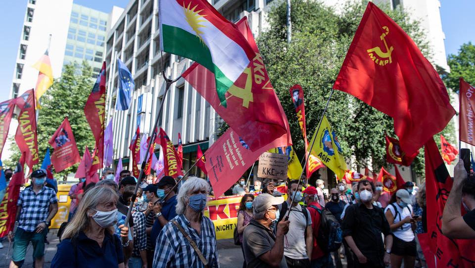München: Deutsche Linke demonstrieren gegen Verurteilung von Ausländer-Terroristen