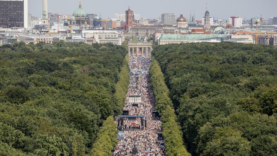 "Initiative ""Querdenken"" setzt Protest gegen Corona-Politik der Bundesregierung fort"