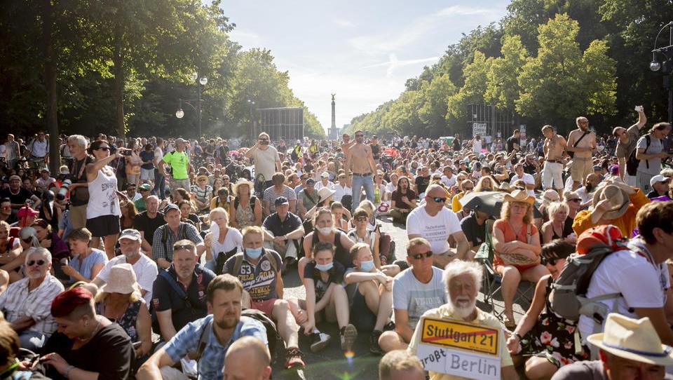 Wegen Corona-Verstößen: Bundesregierung stellt Grundrecht auf Demonstration in Frage