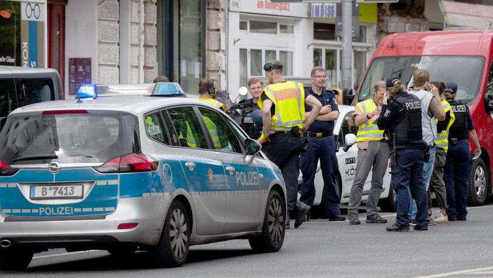 Schüsse und Autobrand bei versuchtem Banküberfall in Berlin