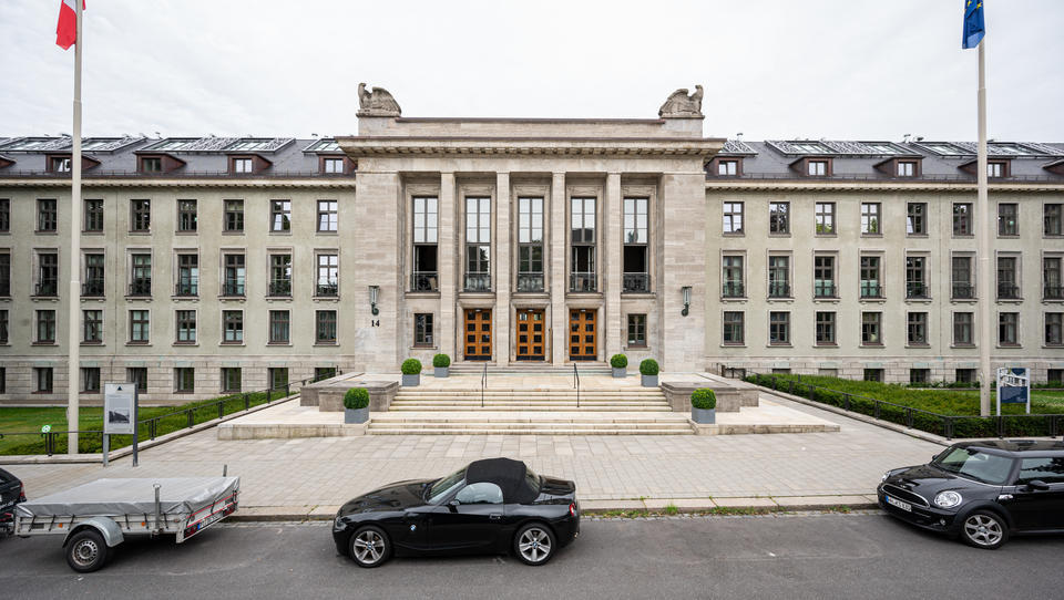 Reiche wollen denkmalgeschützte Nazi-Bauten in Luxus-Oasen umbauen