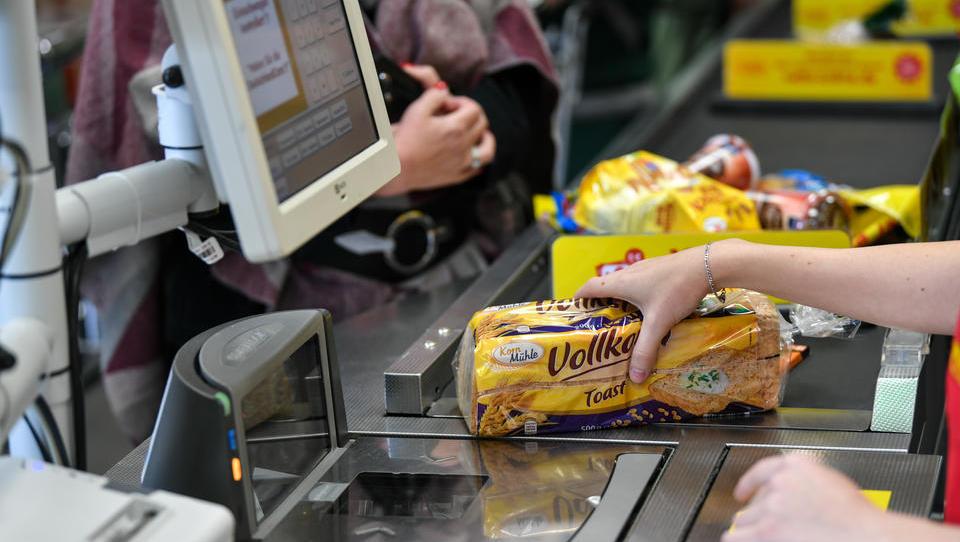 Studie: An der Ladenkasse ist das Bargeld auf dem Rückzug