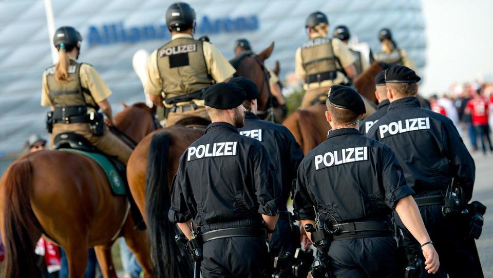 """""""Gäste ohne Mund-Nasen-Schutz willkommen"""": Hotel in Bayern löst Polizei-Einsatz aus, es kommt zu Gewalt"""