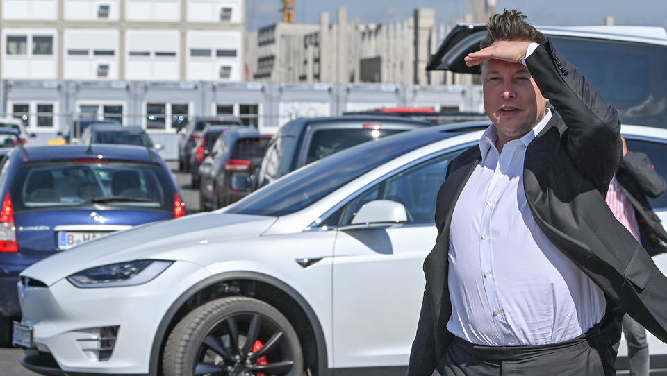 UNTERNEHMENS-TICKER: Tesla sucht Arbeiter für seine Deutschland-Fabrik, Österreich nimmt 200 Millionen für 5G ein