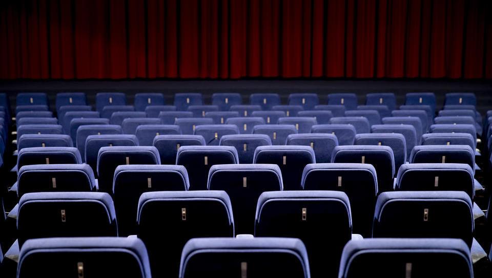 Kahlschlag in der Kinobranche: Zehntausende Angestellte werden entlassen, hunderte Kinos schließen