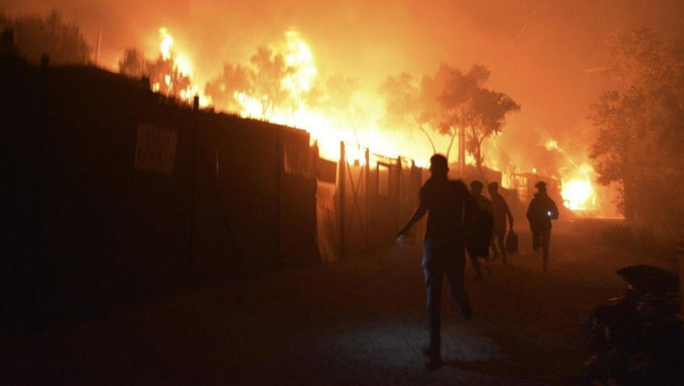 Große Corona-Revolte im Flüchtlingslager Moria, Häuser brennen