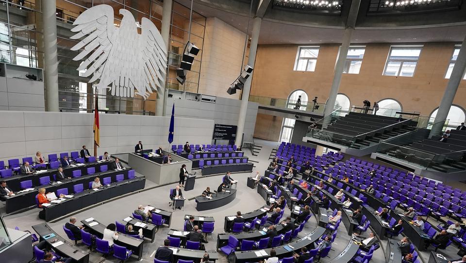 """Skandalös: Bundestags-Abgeordnete verdienen 11,2 Millionen Euro aus """"anonymen"""" Quellen"""