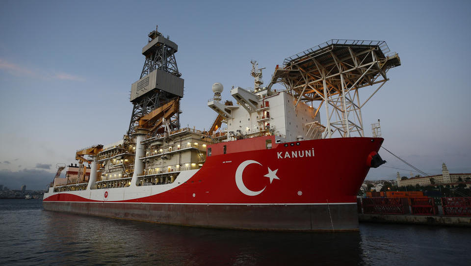 EILMELDUNG: Türkisches Schiff nähert sich griechischer Insel, Athen versetzt Marine in