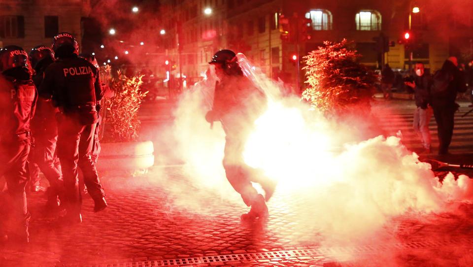 Will die italienische Regierung das Militär gegen Anti-Corona-Demonstranten einsetzen?