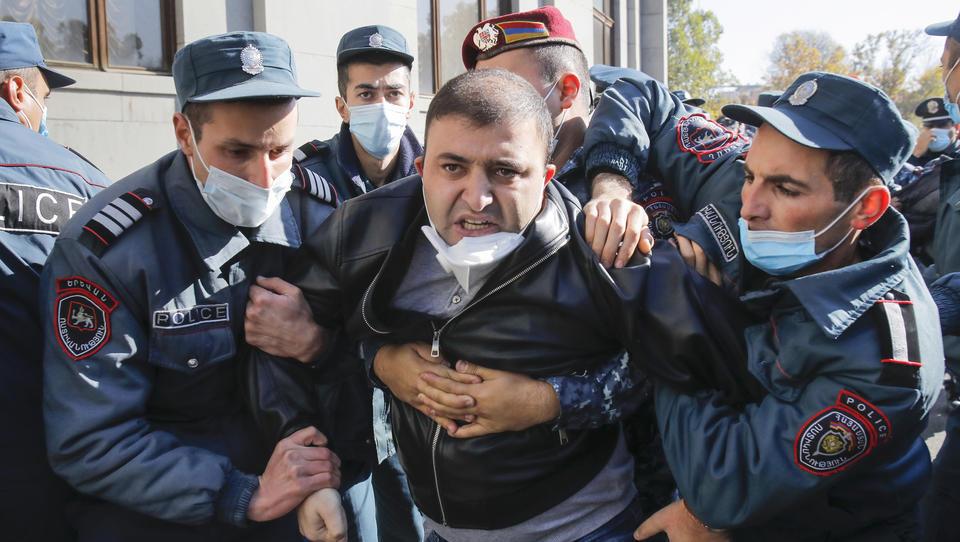 Armenien: Regierung lässt massenweise Oppositionelle festnehmen