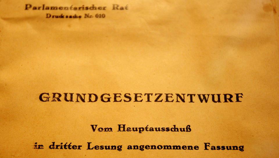 Heute vor 72 Jahren: Alliierte Militärgouverneure genehmigen das Grundgesetz