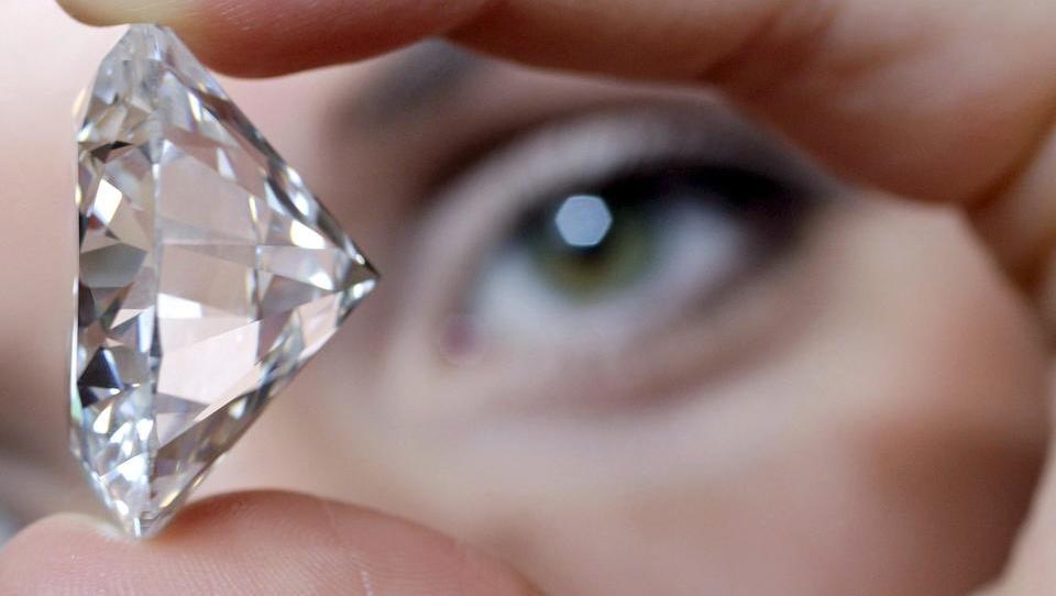 """Weltgrößter Produzent """"Alrosa"""" erwägt Online-Verkauf von Diamanten"""