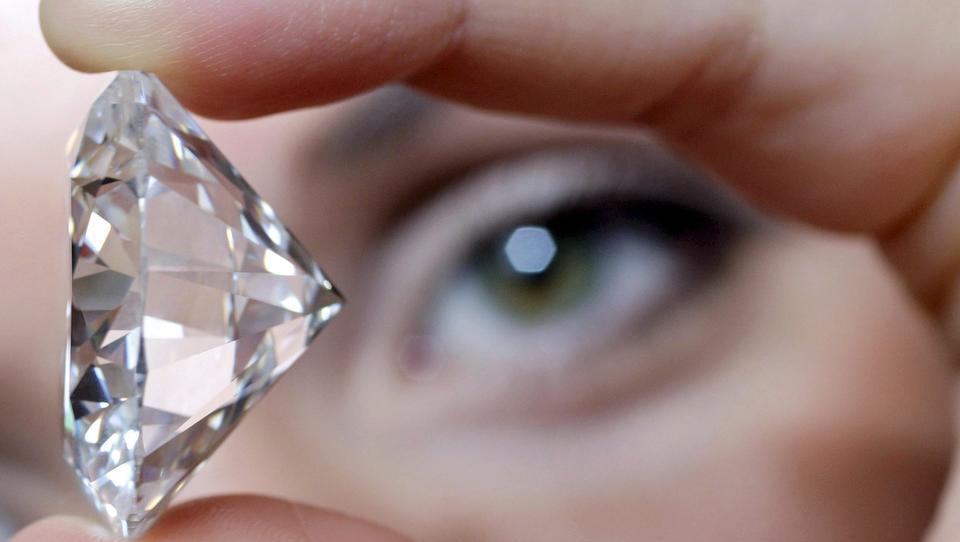 Absatz des russischen Diamanten-Riesen geht um 95 Prozent zurück