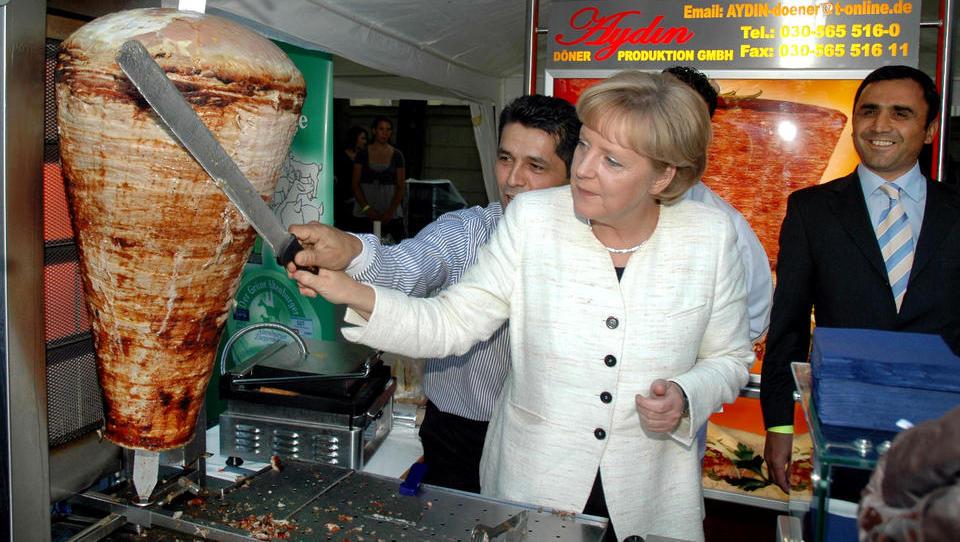 Wegen Corona: Merkel will Straßenverkauf von Döner und Pizza in Berlin einschränken