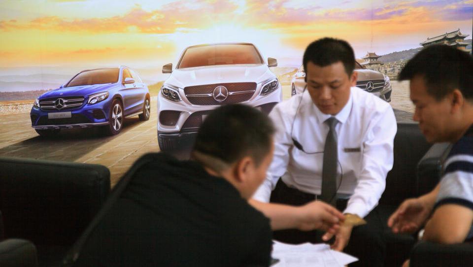 Fahrzeugabsatz auf Chinas Automarkt legt auch im November kräftig zu