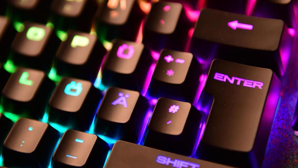 Tausende deutsche Anleger im Internet um Millionen betrogen