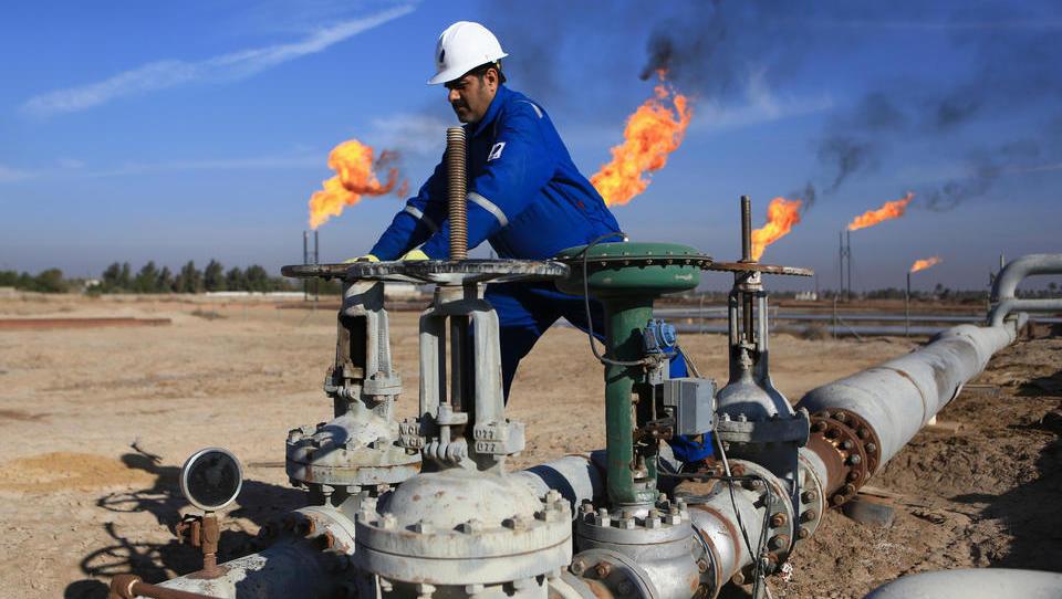Öl-Industrie: Internationale Konzerne ringen um Einfluss im Irak, Preise an den Märkten befinden sich in Pattsituation