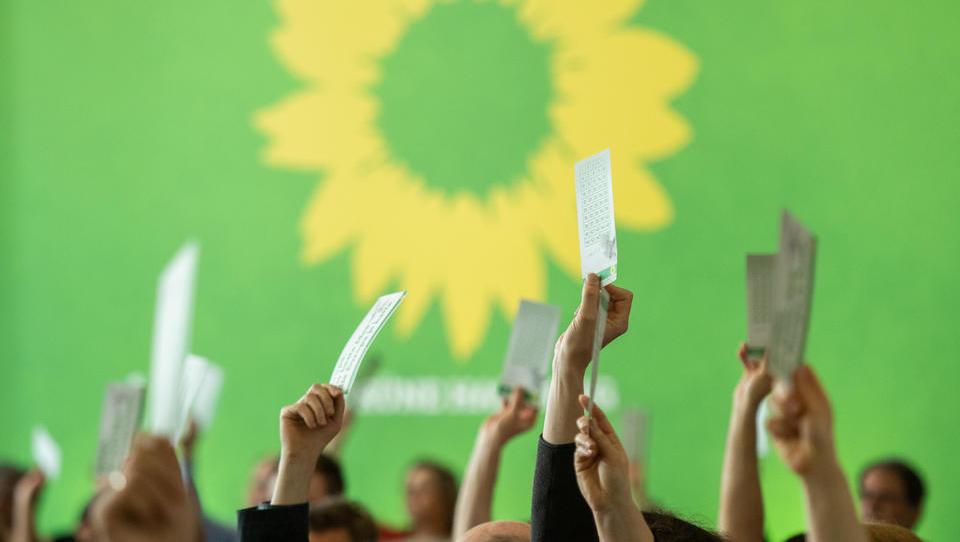 Umfrage im Auftrag des öffentlich-rechtlichen Rundfunks: Grüne führen deutschlandweit, bei Direktwahl wäre Baerbock Kanzlerin