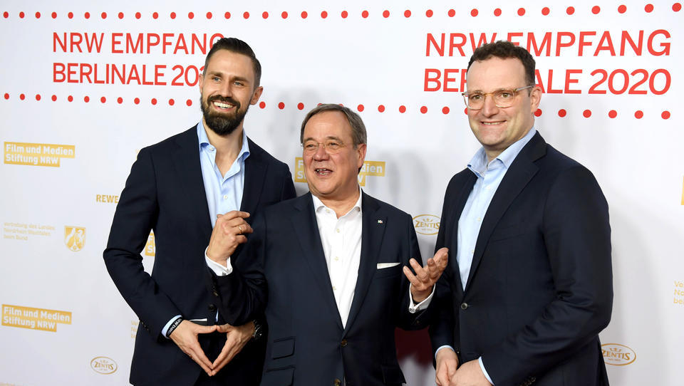Armin Laschet meint: Jens Spahn macht einen guten Job