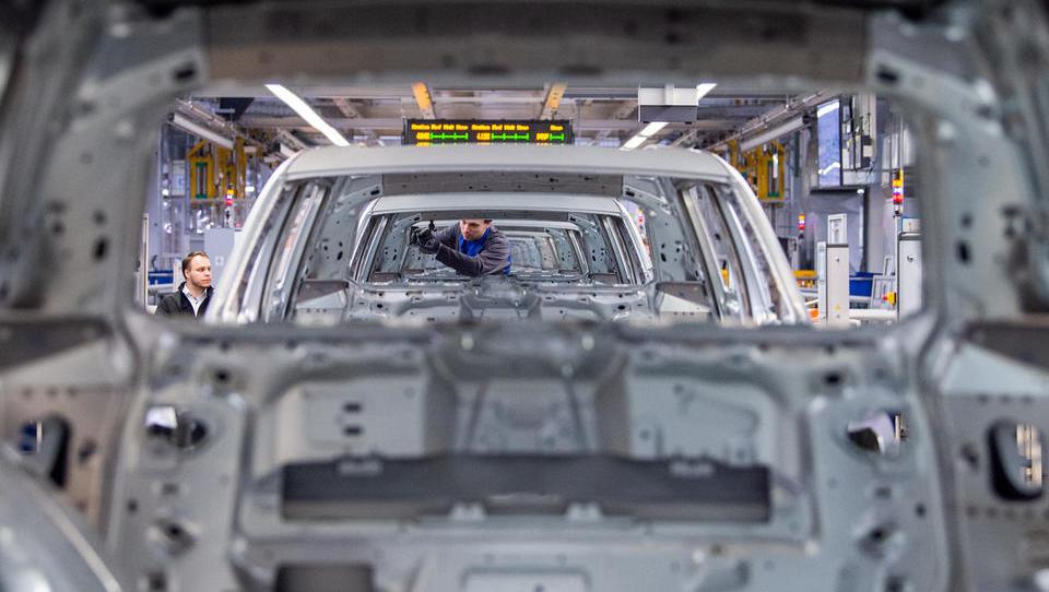 Deutsche Autobauer führen Kurzarbeit wegen Lieferengpässen bei Halbleiter-Chips ein