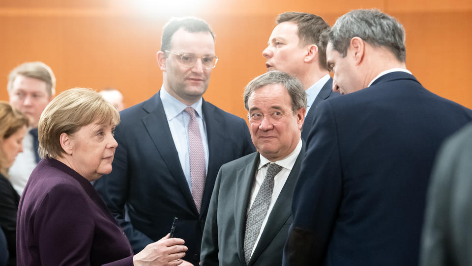 Merkel drängt auf landesweite Verschärfung der Corona-Maßnahmen