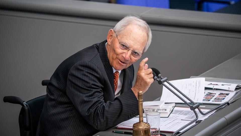 Schäuble will, dass die CO2-Steuer noch schneller steigt